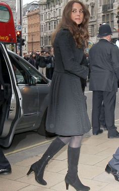 Feb 26, 2011 Prince William and Kate Middleton arrive at New Zealand House in London to sign the book of condolence (Pic: Splash News)