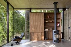 Case Inlet Retreat is a modern vacation home by MW Works Architecture+Design, nestled on the eastern edge of the Case Inlet, in Puget Sound, Washington. Interior Minimalista, Cozy Cabin, Home Trends, Furniture Layout, Interior Architecture, Interior Design, Design Interiors, Living Spaces, Living Room