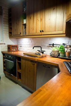 Drewniany blat w aranżacji kuchni