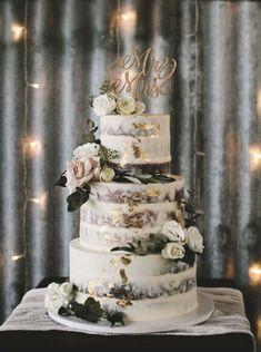 Vegan Wedding Cake, 3 Tier Wedding Cakes, Pretty Wedding Cakes, Wedding Cake Rustic, Wedding Cakes With Cupcakes, Elegant Wedding Cakes, Wedding Cake Designs, Our Wedding, Wedding Cake Gold