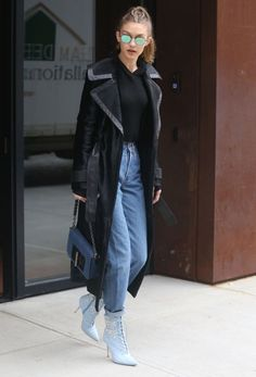 The 2017 Ankle Boots You May Hate at First If you're looking to test out the pastel boot trend like Gigi—either with embellishments or without—go for cool boyfriend jeans and simple separates like a black sweatshirt and trench for a… Boyfriend Jeans, Street Style Blog, Looks Street Style, Celebrity Moms, Celebrity Style, Bella Hadid Estilo, Gigi Hadid Style, Denim Boots, Sienna Miller