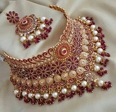 Wedding Jewellery Designs, Bridal Jewellery Inspiration, Indian Bridal Jewelry Sets, Indian Jewelry Earrings, Fancy Jewellery, Bridal Bangles, Wedding Jewelry Sets, Bridal Accessories, Bar Da Esquina