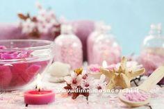 Scrub viso fai da te ai petali di rosa - DimmiCosaCerchi.it