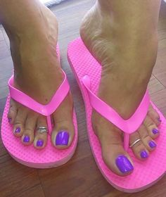Sexy Sandals, Cute Sandals, Bare Foot Sandals, Nice Toes, Pretty Toes, Feet Soles, Women's Feet, Purple Toes, Walking In Heels