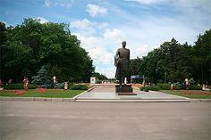 Vue sur l'entrée principale du Parc Herastrau depuis la Piata Charles de Gaulle. Gaulle, Photos Voyages, Places, Bucharest, Front Entry, Romania, Park, Lugares
