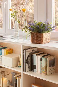 Detalle de la librería de DM y madera bajo la ventana W00406044 O