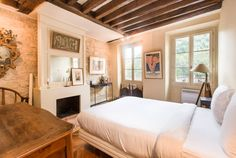 Lovely one bedroom flat in the latin neighborhood. Very charming and parisian style.