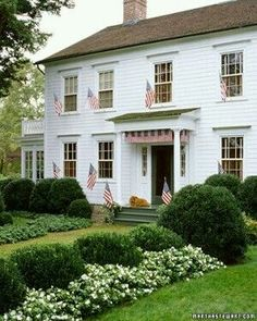 The modern farmhouse is a popular trend right now and while each home is different, there are common characteristics among them. Learn how to incorporate the modern farmhouse trend into the design your own home. Displaying The American Flag, Modern Farmhouse Exterior, Colonial Exterior, Traditional Exterior, Colonial House Exteriors, Traditional Homes, Traditional Landscape, Primitive Homes, Primitive Bedroom