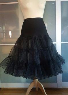 Kup mój przedmiot na #vintedpl http://www.vinted.pl/damska-odziez/spodnice/17539573-czarna-halka-pod-spodnice-lub-sukienke
