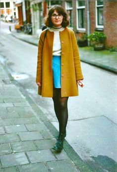 this mustard yellow coat is such a great color! Retro Fashion, Vintage Fashion, Look Man, Winter Stil, Winter Coat, Zooey Deschanel, Look Vintage, Mode Inspiration, Look Cool