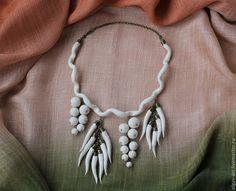 """Купить Колье """"Урожай"""" - белый, Колье с подвеской, войлок ручной работы, украшение из войлока"""