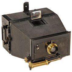 "Jumelle Photographique, c. 1895 Mackenstein, Paris. ""Jumelle-style"", magazine camera for plates 9 x 12 cm, body no. 413! Brass lens ""Anastigmat 8/136 mm"" by Carl Zeiss, pneumatic shutter"