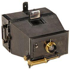 "Jumelle Photographique, c. 1895 Mackenstein, Paris. ""Jumelle-style"", magazine camera for plates 9 x 12 cm, body no. 413! Brass lens ""Anastigmat 8/136 mm"" by Carl Zeiss, pneumatic shutter"