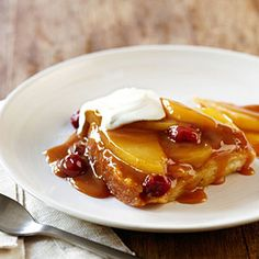 Caramel Pear and Cranberry Pudding Cake vis Sunset magazine this was AMAZING! I just wish I had some vanilla ice cream on hand. I highly recommend this easy dessert! Slow Cooker Recipes Dessert, Crock Pot Desserts, Wine Recipes, Crockpot Recipes, Delicious Desserts, Cooking Recipes, Slow Cooking, Fall Recipes, Caramel Pears
