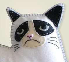 Grumpy Cat Hand Sewing PATTERN - Make Your Own Grumpy Cat Mini Pillow- Easy. I think my uncle needs one of these. Hand Sewing Projects, Sewing Crafts, Felt Projects, Cat Crafts, Easy Diy Crafts, Cat Template, Templates, Felt Cat, Cat Pattern