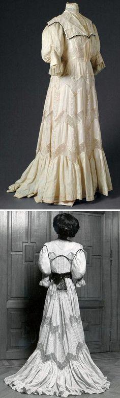 Dress, ca. 1890-1900. Machine lace, machine embroidery, cotton, silk. Mode Museum