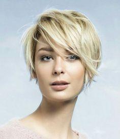 Saçlarını bir anda kısacık yapmaya cesaret edemeyen bayanların ilk önce omuz hizasında saç kesimini denemeleri önerilir. Çünkü uzun saçları yıllar boyu kullandıktan sonra bir anda kı
