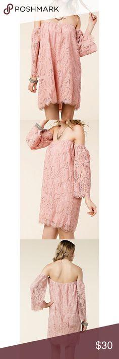 🌟 Off the shoulder lace dress Size large. Boutique Dresses