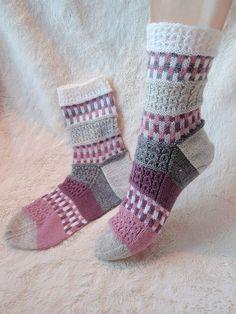 14 03 19 1 Knitted Slippers, Wool Socks, Knit Mittens, Knitting Socks, Baby Knitting, Knitted Hats, Crochet Socks Pattern, Knit Crochet, Norwegian Knitting