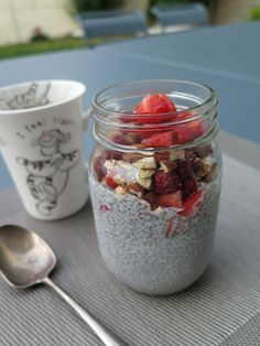 Chia seed pudding, a healthy & delicious recipe for breakfast brunch healthy recipes Gourmet Breakfast, Breakfast Smoothie Recipes, Delicious Breakfast Recipes, Breakfast Bowls, Vegan Breakfast, Healthy Recipes, Avocado Pudding, Keto Pudding, Chia Pudding