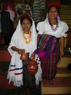 (De izquierda a derecha): Trajes ceremoniales de San Luis Jilotepeque y San Pedro Pinula, Jalapa.
