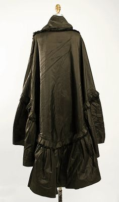 Evening cape by Chéruit ca 1920 (back view)