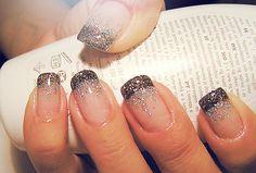 french nails short Natural - DIY French Nail Tips At Home - Nageldesign Natur Frensh Nails, New Year's Nails, Get Nails, Fancy Nails, Love Nails, Glitter Nails, Pretty Nails, Silver Glitter, Sparkle Nails