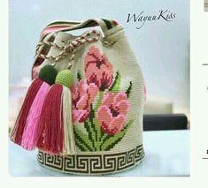 Flower Mochila Tapestry Crochet Patterns, Crochet Art, Crochet Flowers, Crochet Phone Cover, Mochila Crochet, Crochet Hooded Scarf, Crochet Patron, Tapestry Bag, Basic Crochet Stitches