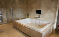 Romantic Big Bathtubs As Big Bathtubs For Two For Inspire The Design Of Your Home With Charming Display Bathroom Decor : Model Romantic Big Bathtubs Hotels For Two People Ideas