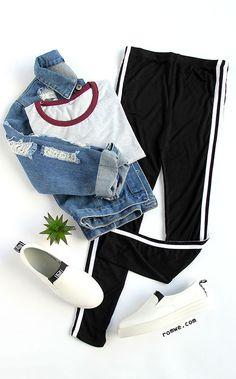Sport Style - Black Contrast Striped Side Leggings with crop top and white sneak. Teen Fashion Outfits, Outfits For Teens, Girl Outfits, Office Outfits, Hijab Fashion, Trendy Dresses, Trendy Outfits, Kohls Dresses, Dresses Dresses