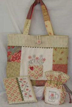 Sweet country tote.  Great idea for using pieces of vintage linens!