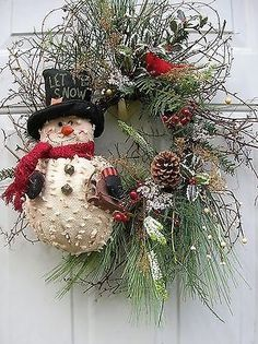 130 rustic christmas wreath ideas on a budget – page 14 Noel Christmas, Primitive Christmas, Rustic Christmas, Christmas Projects, Christmas Ornaments, Primitive Snowmen, Wooden Snowmen, Natural Christmas, Primitive Crafts
