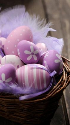purple and pink easter egg Easter Wallpaper, Iphone Wallpaper, Easter Peeps, Happy Easter, Easter Backgrounds, Easter Quotes, Easter Egg Designs, Easter Pictures, Coloring Easter Eggs