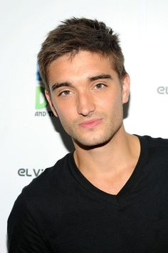 Tom Parker Photos - Tom Parker of The Wanted visits 'The Elvis Duran Morning Show' at Studio on August 2013 in New York City. - The Wanted Visits a Morning Radio Show Young And Beautiful, Beautiful People, The Wanted Band, Tom Parker, Rumor Has It, Morning Show, Mens Fitness, Cute Boys, Harry Styles