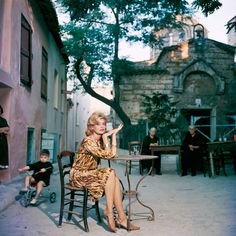 Greek actress Melina Mercouri sitting at a street cafe in Athens.Hand-selected from American photographer Slim Aarons' classic collection Slim Aarons, Divas, Serpieri, Toyota Auris, Parthenon, Foto Art, Italian Artist, Cool Photos, Cinema