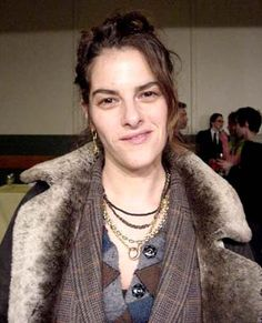 Tracey Emin Young British Artist member Topics as rape, abortion and female relationship Portrait Quotes, Portrait Images, Portraits, British Artists, English Artists, Female Images, Female Art, Fiona Rae, Angry Girl