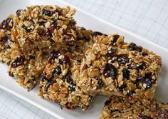 Homemade granola/energy bars for runners and anyone else looking for a good source of portable, nutrient-dense energy. Healthy Granola Bars, Homemade Granola Bars, Healthy Snacks, Healthy Bars, Healthy Eating, Yummy Snacks, Healthy Recipes, Best Pre Workout Food, Protein Bar Recipes