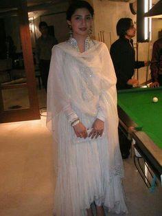 Mahira Askari wearing Feeha Jamshed