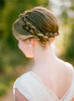 #hairstyles  Photography: Olivia Griffin Photography - oliviagriffinphotography.com  Read More: http://www.stylemepretty.com/2014/06/03/colorful-farm-wedding/