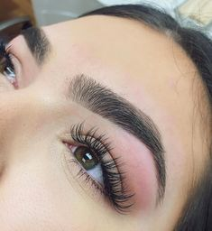 Check out the link to learn more eye makeup looks Perfect Eyes, Perfect Eyebrows, Perfect Eyelashes, Eyebrow Makeup, Hair Makeup, Eyebrow Tips, Eyebrow Tinting, Eyebrows Goals, Eyelash Extensions Styles