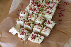 Simple recipe for slow cooker white chocolate fudge with pistachio and raspberry, perfect for festive homemade edible gifts Slow Cooker Fudge, Slow Cooker Recipes, Crockpot Recipes, Cooking Recipes, Fudge Recipes, Dessert Recipes, Desserts, Victoria Sponge Recipe, White Chocolate Fudge