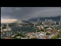 'Apocalyptic' Storm In Sydney - YouTube Unwetter trifft Metropole – Eine spektakuläre Böenwalze eines starken Gewitters ist über Sydney in Australien gerollt. Das Unwetter brachte der Millionenmetropole am Mittwoch zur Hauptverkehrszeit 30 Liter Regen pro Quadratmeter in nur einer halben Stunde.