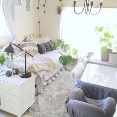 sakielさんの、グレーインテリア,こたつ,ホワイトインテリア,賃貸でも楽しく♪,1K 1人暮らし,ひとり暮らし,1K,植物のある暮らし,IKEA,1人暮らし,一人暮らし,狭い部屋,海外インテリアに憧れる,賃貸,ファー,チャンキーニット,チャンキーニットブランケット,ムートン,部屋全体,のお部屋写真