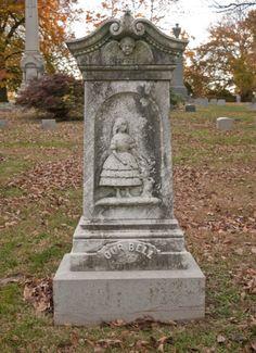 crumb-cake:    (via trixietreats)(Woodlawn Cemetery, The Bronx)