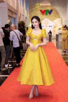 Korean Fashion Dress, Kpop Fashion Outfits, Curvy Outfits, Asian Fashion, Chic Outfits, Fashion Dresses, Ball Gown Dresses, Event Dresses, Pretty Dresses