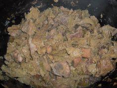 kapustu nakrájíme na nudličky a spaříme vroucí vodou. vložíme do PH promícháme s nadrobno nakrájenou slaninou. Na kapustu dáme na kostky...