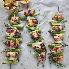 Surprise Your Fit Friends With These Healthy Skewers - Moroccan Lemon Herb Chicken Skewers Grilling Recipes, Paleo Recipes, Dinner Recipes, Cooking Recipes, Lemon Herb Chicken, Chicken Asparagus, Clean Eating, Healthy Eating, Healthy Meals