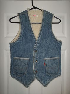 Mens Vintage Blue & White LEVI'S Snap Button Denim Fur Vest Jacket, Size S, GUC! #LEVIS #SnapButtonVestJacketFrontPockets