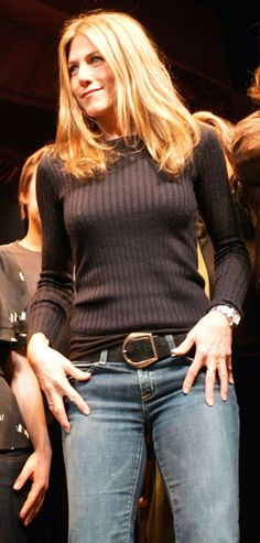Actress Jennifer Aniston🌷 takes a curtain call onstage at the Annual Hour Plays' on Broadway to benefit the Working Playground, Inc. at the American Airlines Theatre October 2006 in New York City. Jeniffer Aniston, Jennifer Aniston Pictures, Jennifer Aniston Style, Nancy Dow, Justin Theroux, Sascha Alexander, John Aniston, Broadway, Celebrity Photos