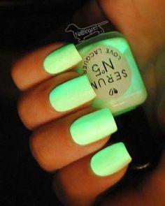 Glow in the dark nails nail pretty nails green nails glow in the dark nail ideas nail designs these are soooooo awesome! Dark Nails, Neon Nails, Love Nails, How To Do Nails, Pretty Nails, Mint Nails, Bright Nails Neon, Uñas Color Neon, Cute Nail Art